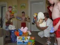 Zabawki – dar nowożeńców dla dzieci powodzian